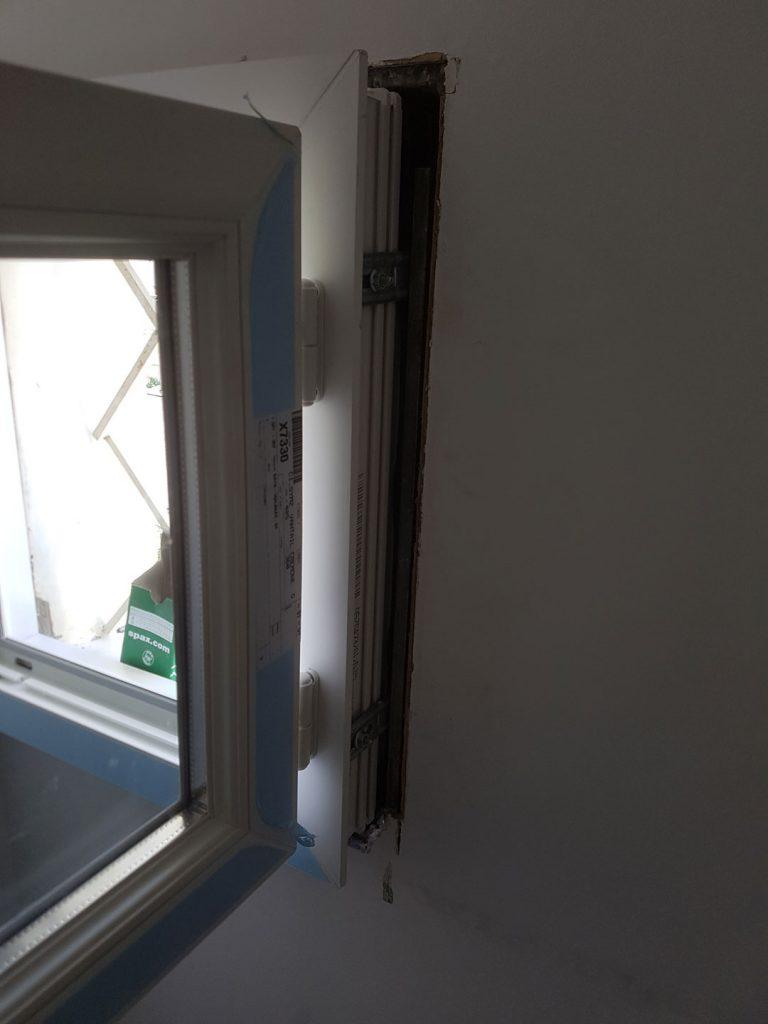 alors-btp-entreprise-de-btp-77-menuiserie-77-travaux-de-rénovation-77-seine-et-marne-pose-de-fenetre-avec-isolation-des-murs-et-d'une-porte-d'entrée