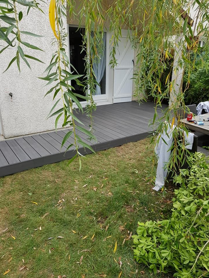 Aménagement extérieur : création d'une terrasse et  d'une allée en bois