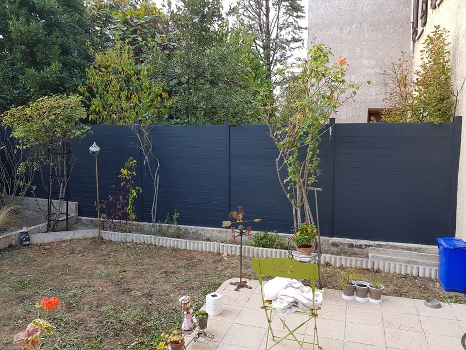 Aménagement extérieur : clôture et grillage