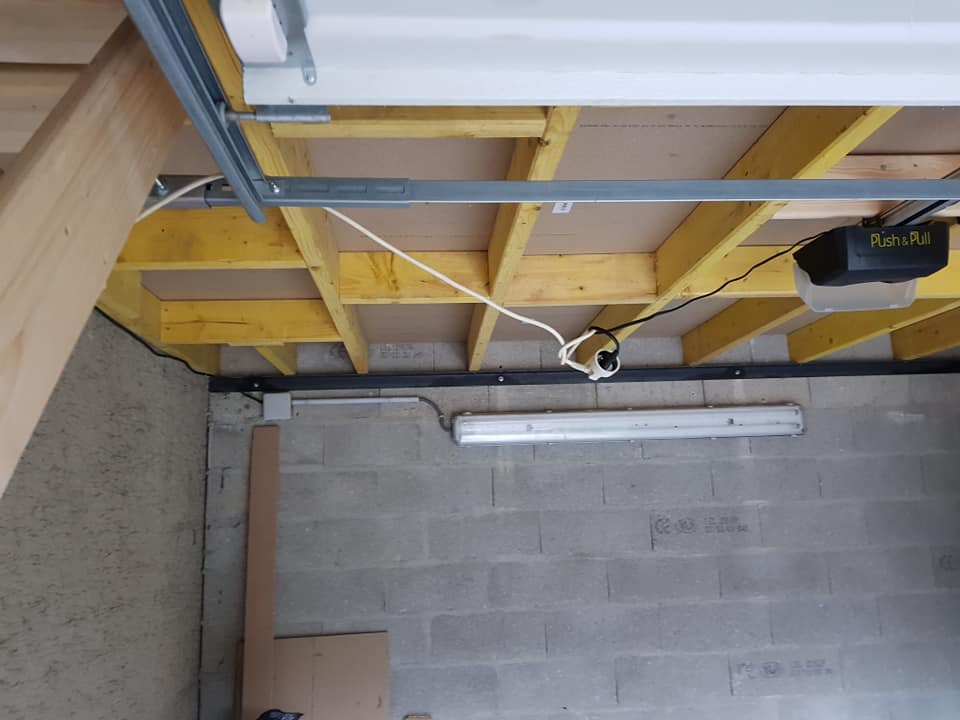 Plancher en bois dans un garage